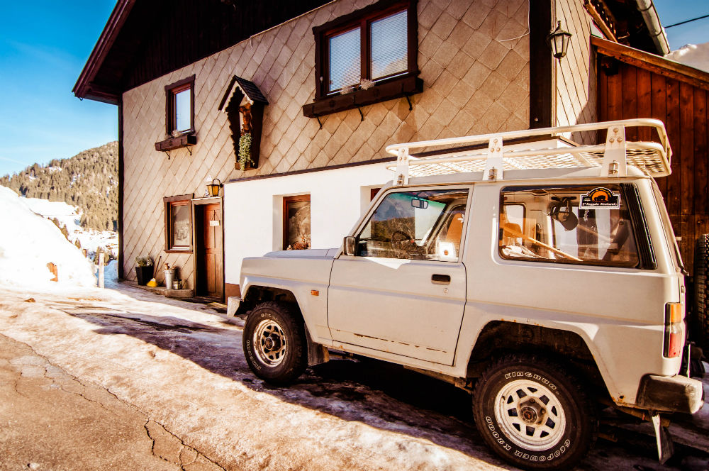 4x4 Pick Up, Front View, Camp House Basecamp Tirol