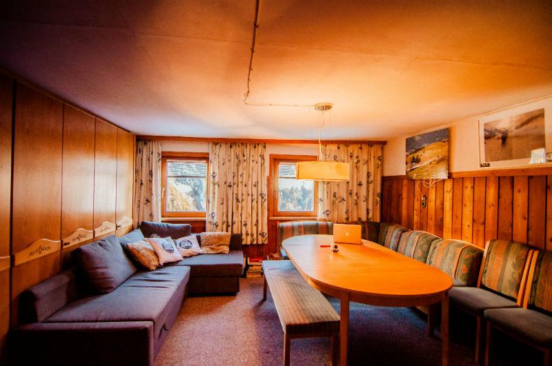 Lounge, Basecamp, WiFi, TV